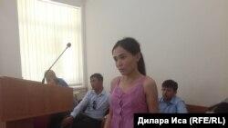Айнур Ашим, дочь гражданской активист Ардак Ашим, ее доверенное лицо в суде по делу частного обвинения «о клевете и оскорблении». Шымкент, 4 июня 2018 года.