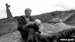 """Кадр из фильма Григория Козинцева """"Гамлет"""" (1964)"""