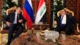 وزيرا الخارجية العراقي هوشيار زيباري والروسي سيرغيه لافروف في مطار بغداد الدولي