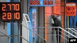 Сегодня лари превысил показатель 2,78 за один доллар, Нацбанк в очередной раз выступил с заявлением, в котором призвал население не поддаваться ажиотажу