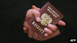 Ors resmisiniň Azatlyk Radiosyna aýtmagyna görä, hakykatdanam Orsýetiň Türkmenistandaky raýatlarynyň daşary ýurt pasportlaryny çalyşmak wagtlaýynça togtadylypdyr.