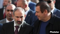 Armenia -- Prime Minister Nikol Pashinian (L) attends the inauguration of a ceramics plant mostly owned by Gagik Tsarukian (R), November 7, 2019.