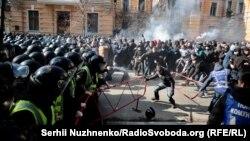 Під час сутичок учасників акції, яку проводила партія «Національний корпус», із правоохоронцями. Київ, 9 березня 2019 року