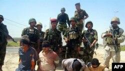 به گفته مقامات نظامی آمریکا در حمله روز یک شنبه به شهرک شیعه نشین صدر، نزدیک به پنج نفر کشته و حدود ۱۳ نفر که مظنون به قاچاق اسلحه از ایران هستند، دستگیر شده اند.