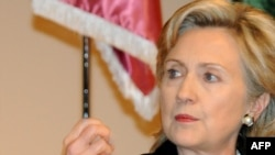 Эксперты неоднозначно оценили решительные заявления Хиллари Клинтон.