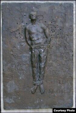 Памятник тому, кто не стрелял. Бирнау