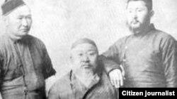 Абай с сыновьями Акылбаем (слева) и Турагулом.