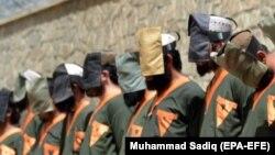 ارشیف، د افغان امنیتي ځواکونو له لوري یو شمېر نیول شوي کسان