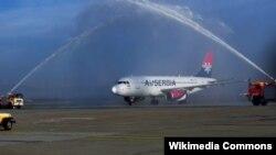 Avion Air Serbia na aerodoromu u Zagrebu, ilustracija