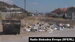 Просторот пред православните гробишта во Тетово каде граѓаните фрлаат отпад.
