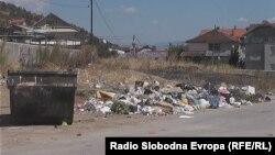 Канта со отпад во Тетово.