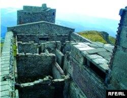 Обсерваторія на горі Піп Іван не діє вже понад 70 років, зруйнована часом і людьми, фото до початку реставрації