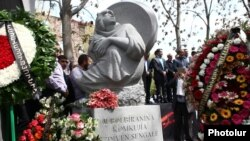 Armenia - A memorial to Yazidis and other people massacred by the ISIS in Iraq is unveiled in Yerevan, 21Apr2016.