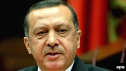 Открывшее программу дня выступление Реджепа Эрдогана сразу задало напряженный тон