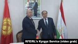 Вице-премьеры Кыргызстана и Таджикистана Жениш Разаков и Азим Иброхим.