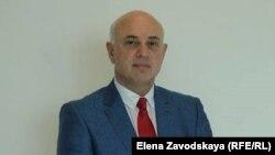 Среди мигрантов немало людей с высшим образованием и не одним, они искренне любят Абхазию и кроме пользы ничего принести нам не могут, уверен руководитель миграционной службы Алексей Аджинджал