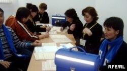 Қазақстанда халық санағын жүргізуші қызметкерлер. Астана, 25 ақпан 2009 жыл.