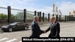 Israeli Prime Minister Benjamin Netanyahu (left) shakes hands with Russian President Vladimir Putin prior to the Victory Day military parade in Red Square in Moscow on May 9.