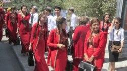 Türkmenistan: Student gyzlar diňe uçar bilen sapar etmeli