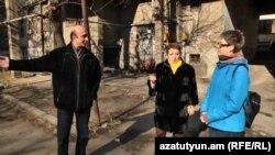 Հյուսիային պողոտայի տարածքում գտնվող շենքերի բնակիչները զրուցում են «Ազատության» լրագրողի հետ, 5 փետրվարի 2019թ.