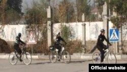 Патрули занона дар кӯчаҳои Душанбе