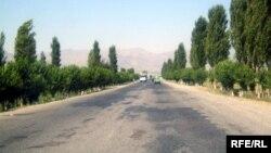 Шоҳроҳи Душанбе-Хуҷанд. Акс аз бойгонӣ.
