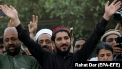 Leader of the Pashtun Tahafuz Movement (PTM) Manzoor Pastheen (C) waves to supporters during a demonstration in Lahore on April 22.