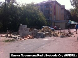 Будівництво на місці майбутнього скверу імені Стуса, Донецьк