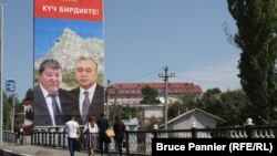 The Ata-Meken campaign poster with ex-Osh Mayor Melis Myrzakmatov (left) and Ata-Meken leader Omurbek Tekebaev