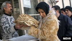 عضو انجمن اسلامی کارگران خباز: خیلیها با نان شکم خود را سیر نگه میدارند. 