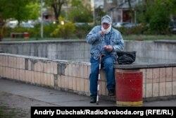«Пікнік» Василя біля непрацюючого троєщинського фонтану