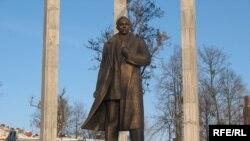 Ukraine - The new statue of Stepan Bandera in Lviv, 04Feb2010