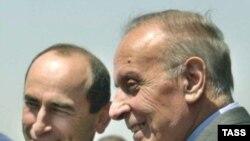 За 12 лет без войны стороны не смогли приблизаться к миру. Армянский лидер Роберт Кочарян с отцом нынешнего президента Азербайджана Гейдаром Алиевым