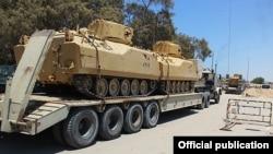 Suriya hərbi texnikası Hələb yolunda