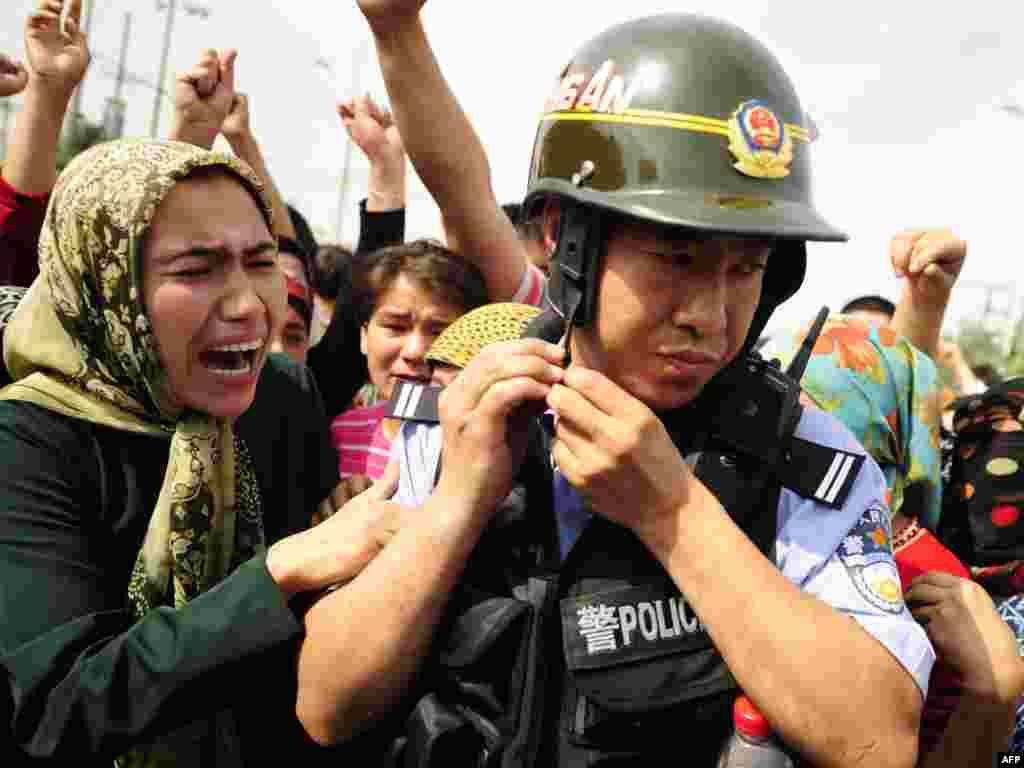 Протесты уйгуров в 2009 году.