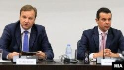 Премиерот Емил Димитриев и министерот за надворешни работи Никола Попоски.