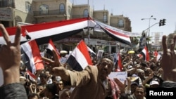 Yemen -- Anti-government protesters shout slogans during a protest outside Sanaa University, 28Feb2011