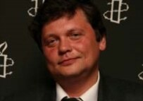 Stanislav Dmitriyevsky at the Amnesty ceremony in London (AI)