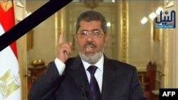 Телекадр: Мохаммед Мурсі виступає зі зверненням після загибелі десятків людей, 27 січня 2013 року