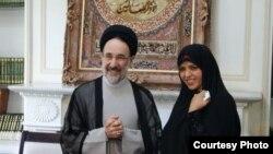 نعیمه اشراقی در کنار محمد خاتمی، رئیسجمهور سابق ایران