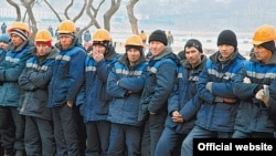 Uzbek migrant workers in Vladivostok