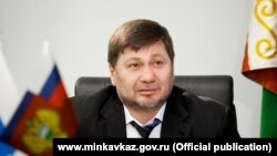 Первый замминистра по делам Северного Кавказа Одес Байсултанов.