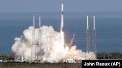 Запуск ракеты SpaceX Falcon 9, архивное фото
