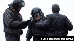 В аппарат уполномоченного по правам человека в Северной Осетии в текущем году поступило более 400 жалоб граждан на противоправные действия со стороны сотрудников правоохранительных органов