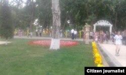 Суратни Озодликка жўнатган бўкаликнинг ёзишича, бу туман марказидаги Президент кириб қолиши мумкин бўлган парк.