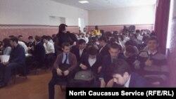 Школьники, ставшие участниками акции, безусловно, рады: их освободили от части уроков