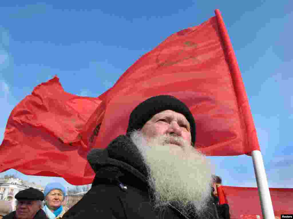 A demonstrator attends an antigovernment rally in the Russian city of Barnaul. - Thousands of people across Russia gathered on March 20 to protest government policies and to call for the resignation of Prime Minister Vladimir Putin. Photo by Andrei Kasprishin of Reuters