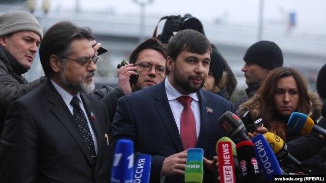 Separatist leaders arrive in Minsk and speak to media.