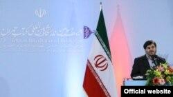 محسن پرویز، معاون وزارت ارشاد، در مراسم افتتاحیه نمایشگاه کتاب تهران، ۱۳۸۹