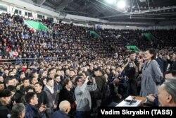 Avksentyeva speaks during a rally against illegal migration in Yakutsk in March 2019.